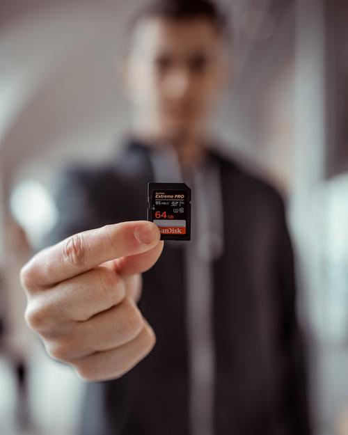 Virus dans SD Card = piratage des mails